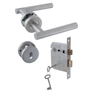 YALE STAINLESS STEEL LOCKSET STRAIGHT TAIL ON ROSE COMBO