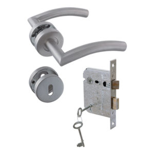 YALE STAINLESS STEEL LOCKSET CURVE ON ROSE COMBO